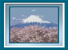 Цветущая сакура у подножия Фудзи.